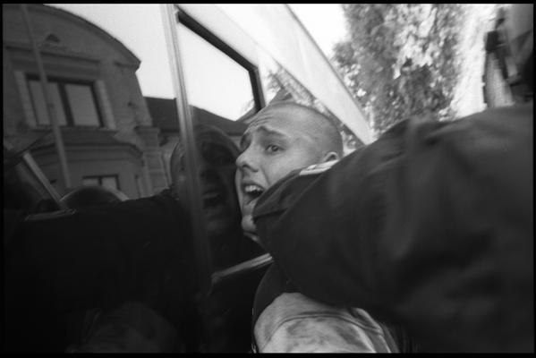 Arrestation d'un manifestant anti-Rom