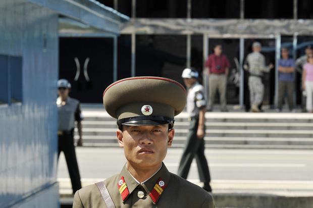 sur la ligne de demarcation a Panmunjon ( coree du nord)