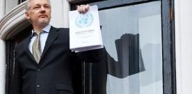 Assange au balcon