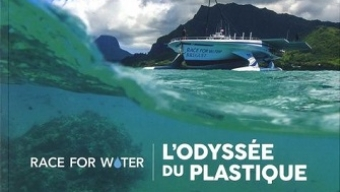 Une mer plastiquée/ Eric Loizeau