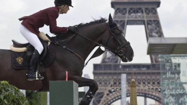 France Eiffel Jumping-1