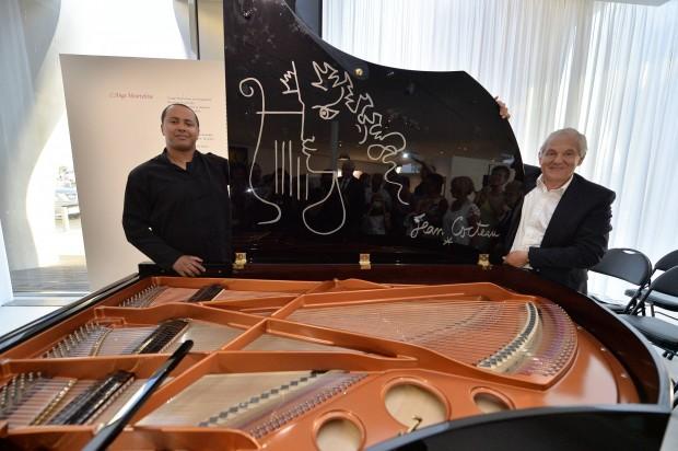 MENXXQ501_MA_INAUGURATION PIANO COCTEAU