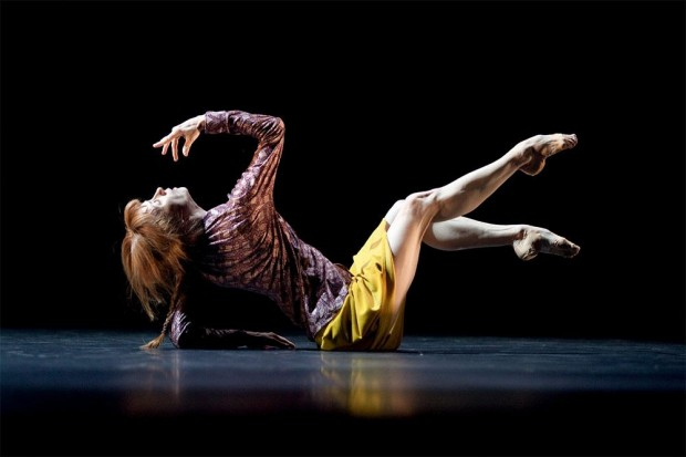 lls-bye-sylvie-guillem-floor-lifting_1000
