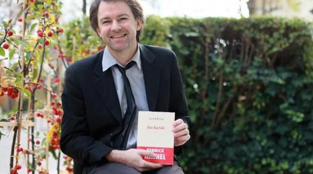 yannick-haenel-le-18-novembre-2009-recevant-le-prix-interallie-pour-son-livre-jan-karski-3_4003879