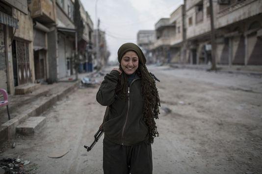 4565918_6_47f4_rokan-25-ans-une-combattante-kurde_74152051888e3ab38ac4b11ce28a03ea